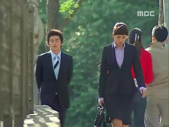 一丁点的感到抱歉, 玄社长一整天跟著三顺跑.我曾看过一韩裔高清图片