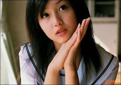 1986年4月8日在日本东京都出生
