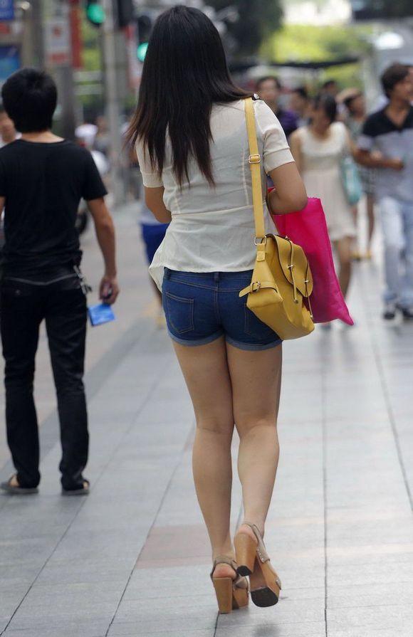 紧身短裤美女