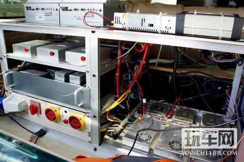 总线,就能够反向实现发动汽车、开启空调、喇叭、灯光和门锁高清图片