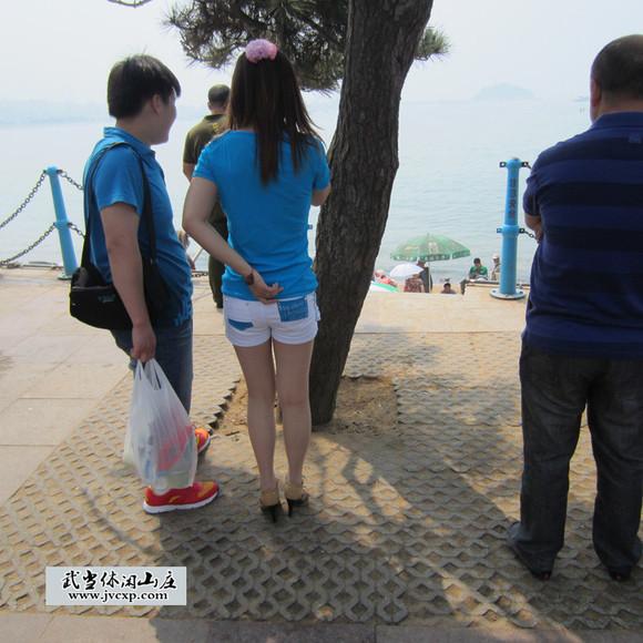 海边短裤美女 肉丝高跟修长美腿