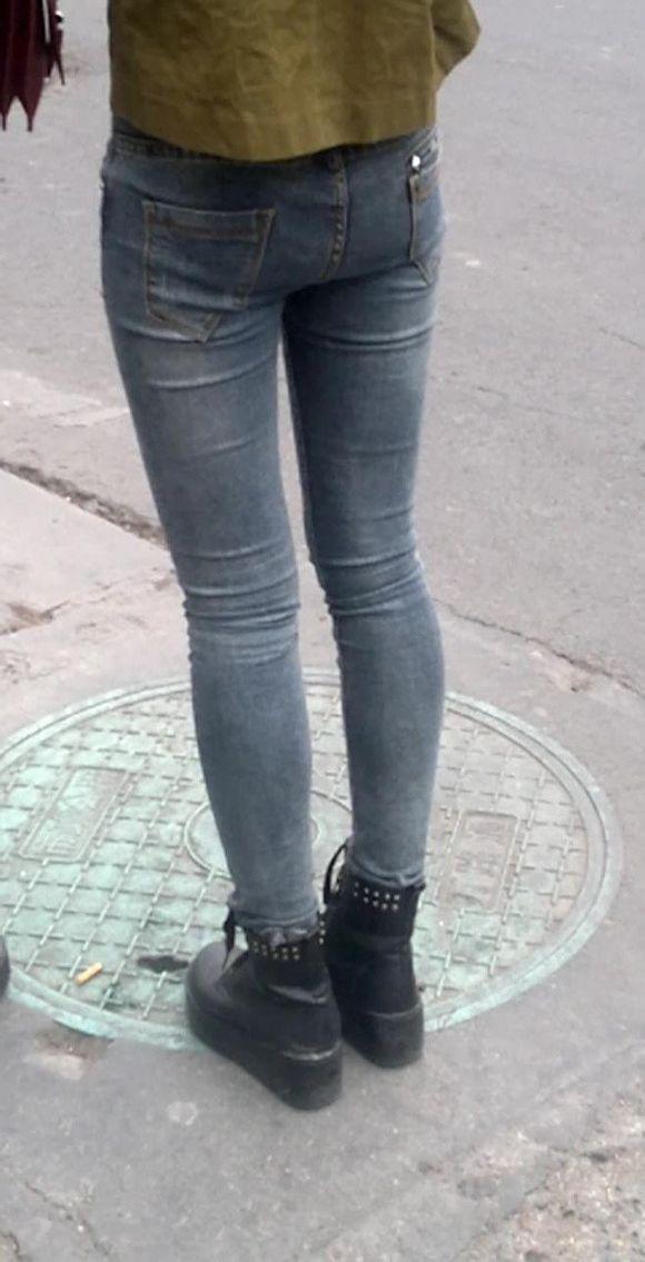 原创第49发 路边牛仔紧身裤美眉和她的丰满的紧身裤