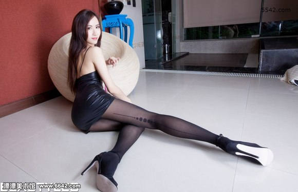 露背吊带紧身包臀裙美女dora性感妖娆的身段 腿模吧 百度贴高清图片