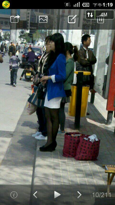 爆一爆在街上拍的美女美腿美丝!