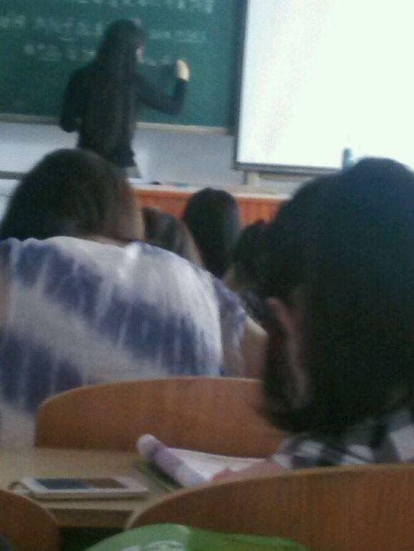 有这样的美女老师讲课你还有什么理由上课睡觉玩