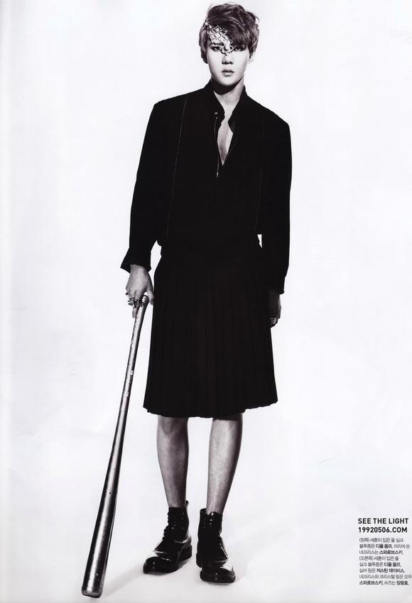 !勋仔是头一个Dior Homme 2012年春夏男装(左一那件)Dior