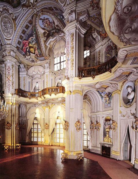 及主教堂内部之精美图片