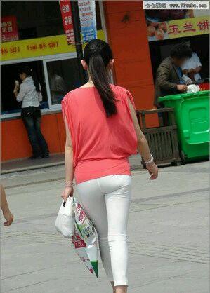 女性很流行穿白裤子?