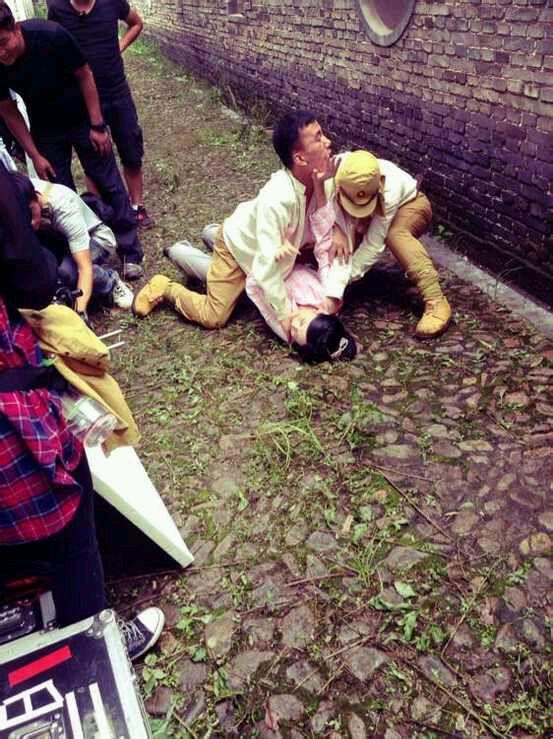日本鬼子中国妇女遭围观