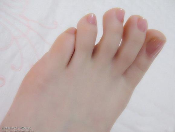 漂亮的女孩脚丫子臭吗?