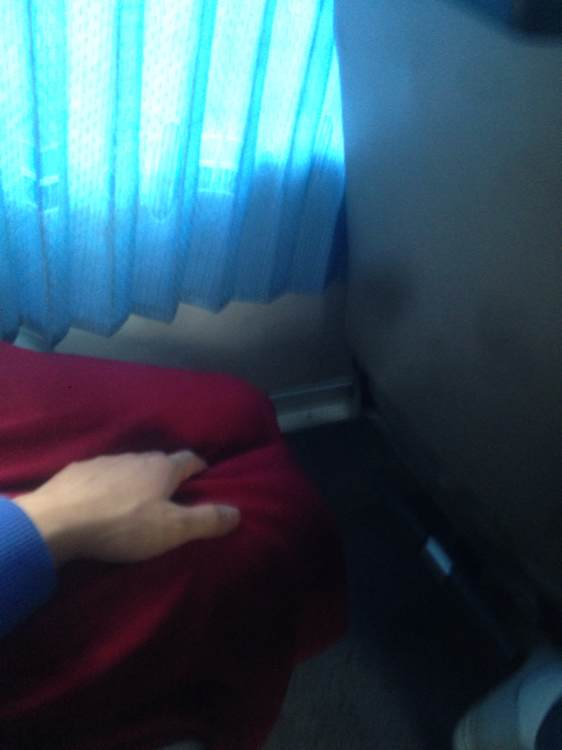 偷摸隔壁睡着美女的大腿