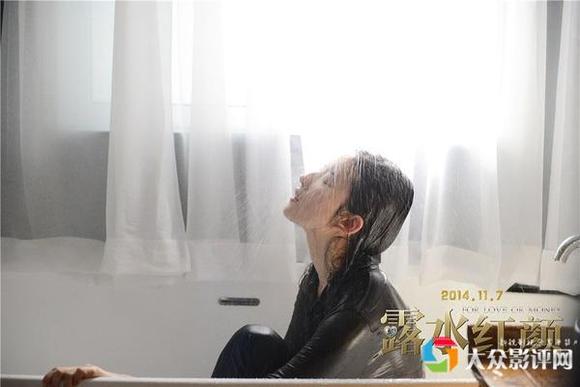 刘亦菲化身美女蛇