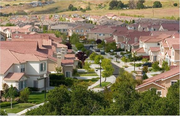美国加州圣何塞市郊区的中产阶级住宅区! 注意是