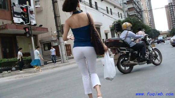 少妇白紧身裤美臀美腿