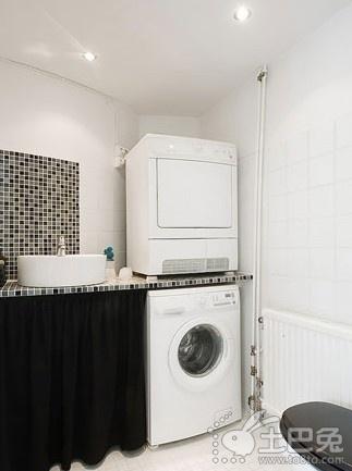 卫生间装修效果图二:时尚马赛克 淋浴区里带着闪光的马赛克取高清图片