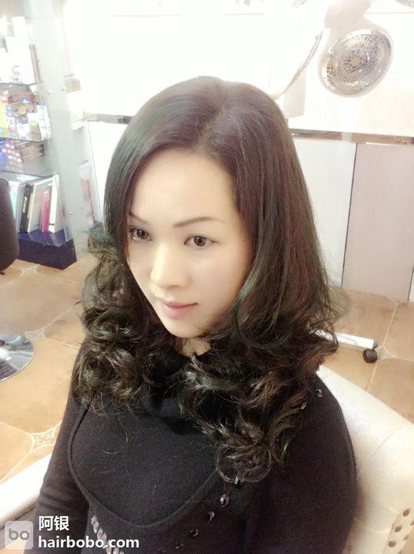 >> 文章内容 >> 女士烫发发型图片大全  女生长发烫发有哪些种类?图片