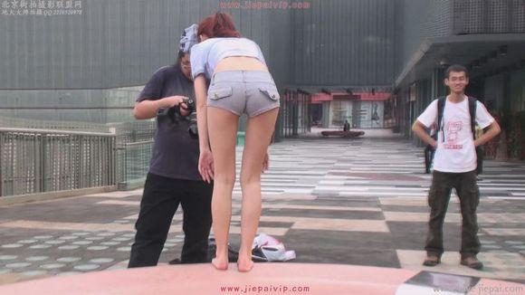 紧身热裤美女写真 牛仔裤紧臀吧