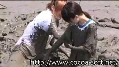 泥中美女 踩泥吧