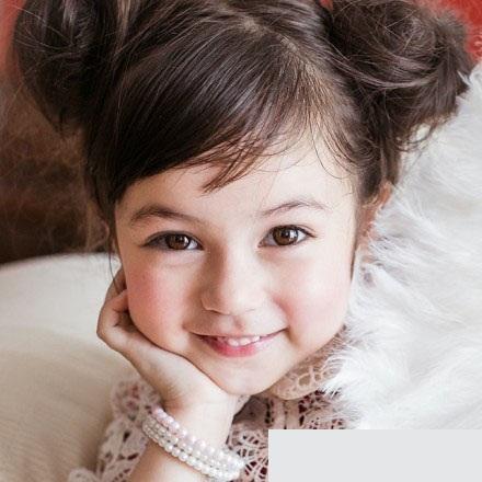 的童星,接拍了雅士利广告、chanel童装、麦当劳广告、泰国航高清图片