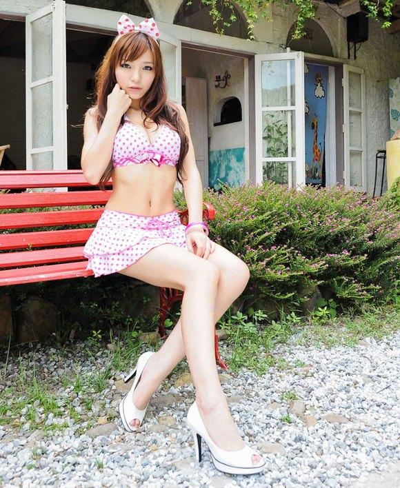 比基尼美女模特雅雅 云春家族吧