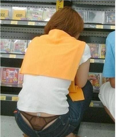 爱穿低腰裤的美女了