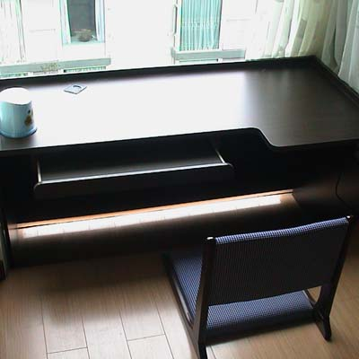 多宝格设计,与阳台书桌的结合,不但利用了空间,美化了墙面. 高清图片