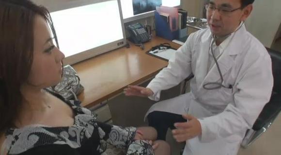 猥琐医生开始劝说美女同意让他