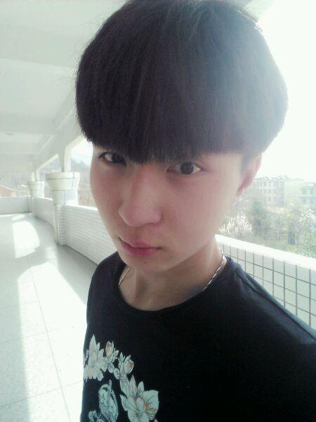【男生发型】03-28 :适合中学生男生的发型推荐图片