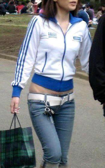 街头女孩低腰裤 低到漏如此
