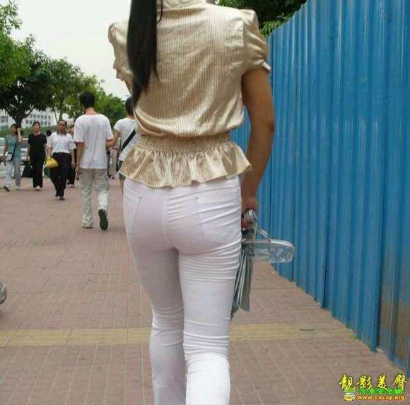 大街上穿白裤子的美女好多