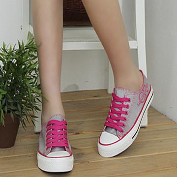 大家帆布鞋都喜欢穿袜子吗?