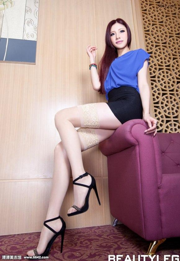 黑色短裙蕾丝长筒袜美女abby