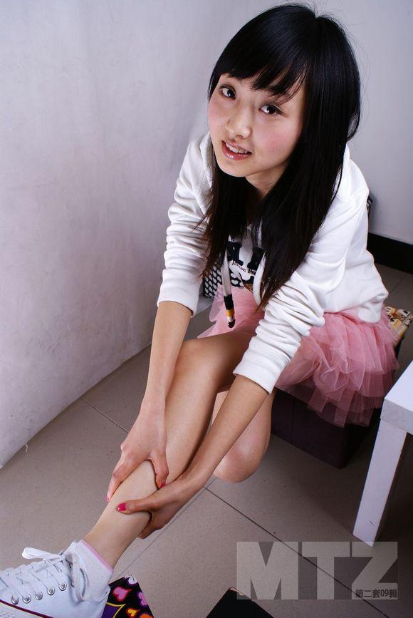 ... 脚视频_gif动态图 > 摸初中女生白袜脚 > 摸女生白袜脚