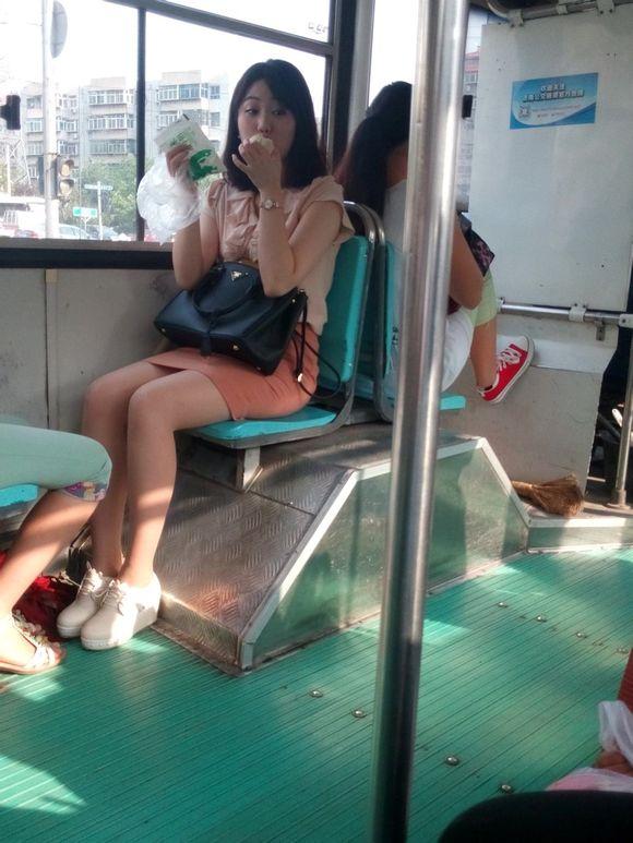 今天公交车上的韩国思密达美女