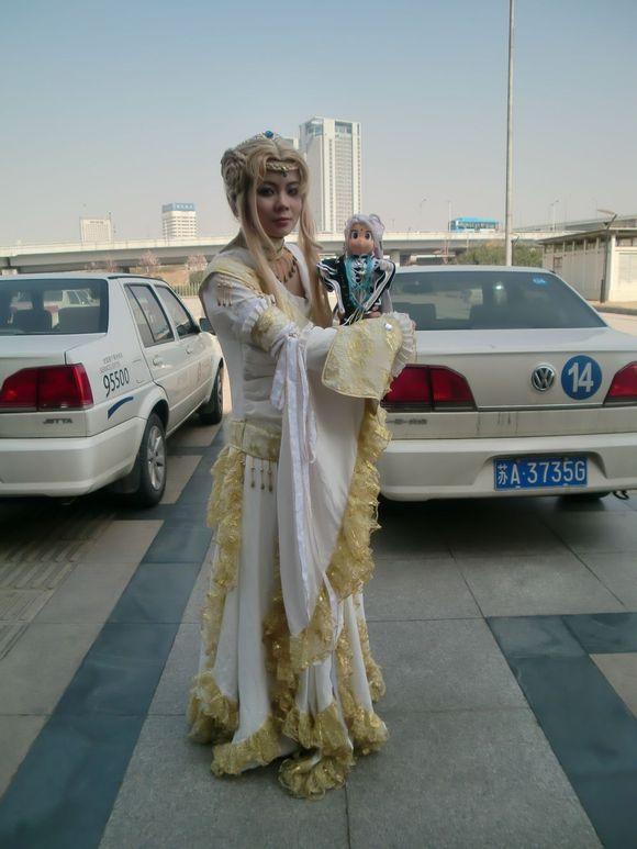馆就被我逮到的湘灵1号,也是问 是一个妹子COS的,妹子很敬业,