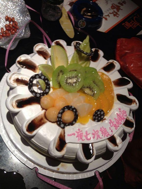 速来围观我同事生日蛋糕奇葩祝福语图片
