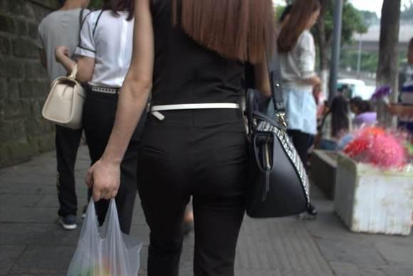 为啥女孩穿黑色紧身裤这么好看