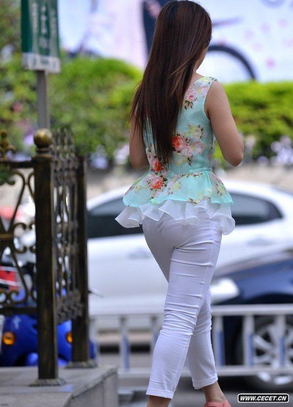 天元花园街拍的白色紧身裤美眉 竖