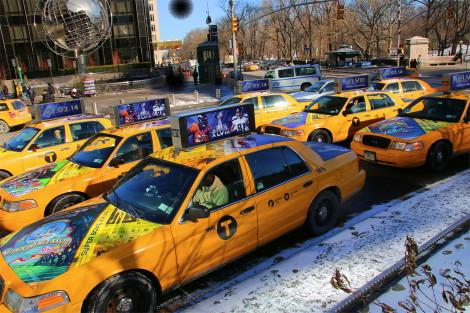 出租车车顶广告牌通过图片
