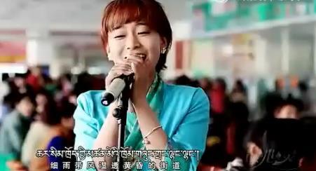 藏族美女在大学食堂唱响藏语版《喜欢你》