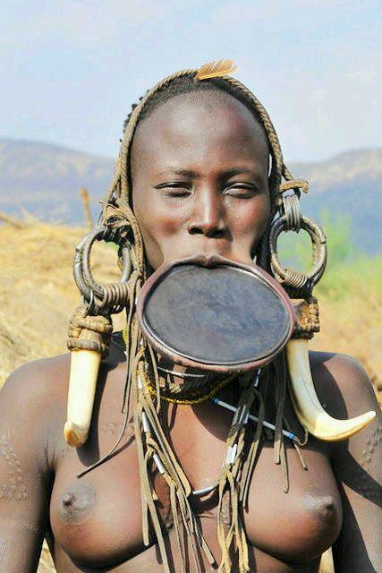 带你了解非洲禁地少女的震撼成人礼