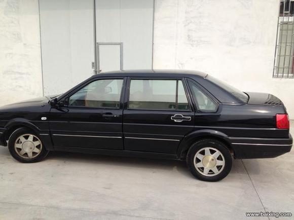 车是02年的什么型号 没出大事故价位大概多少 桑塔纳2000吧 高清图片