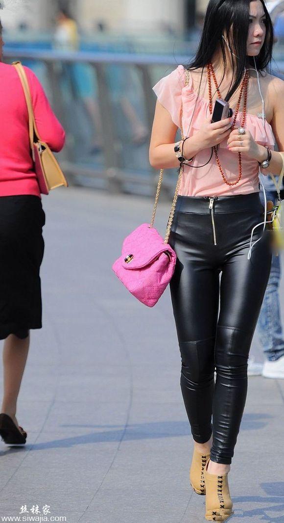 皮裤美女街拍图片