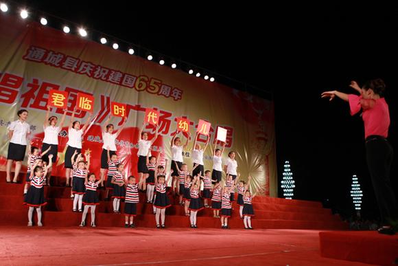 2014通城广场大合唱作品试听:隽水寄宿中学大合唱 《映山红》图片