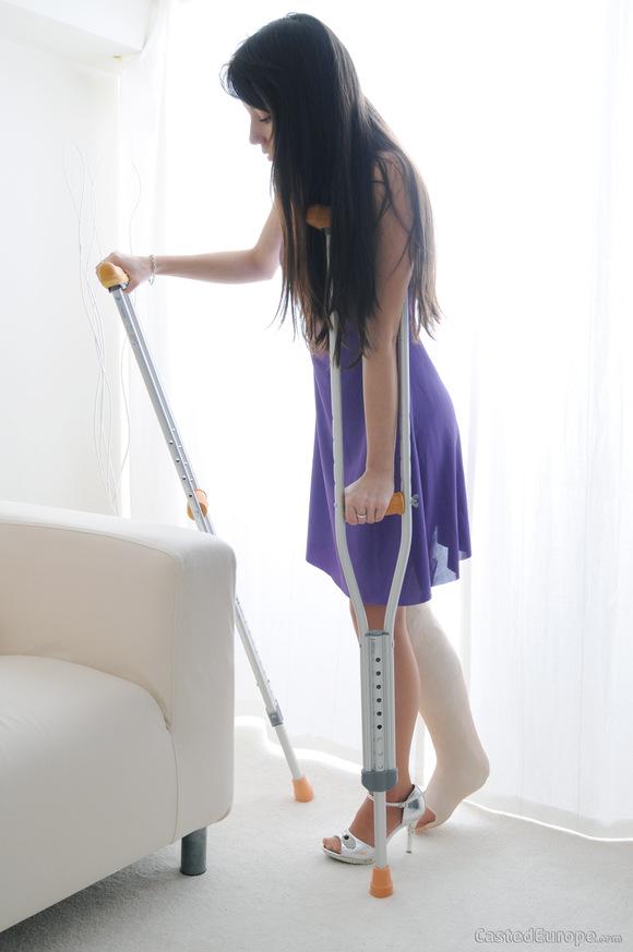 长腿石膏美女贴一 石膏绷带吧