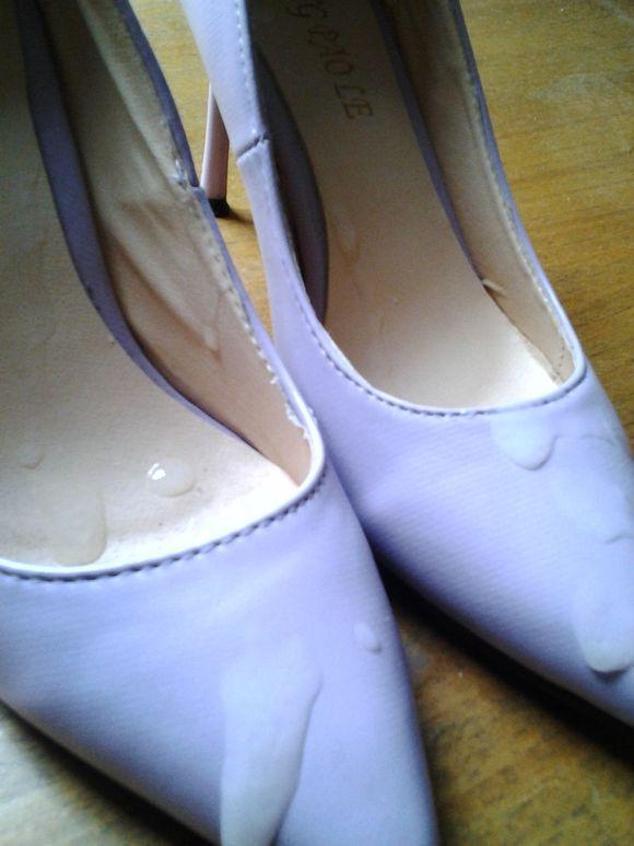 再射隔壁妹子紫色高跟鞋