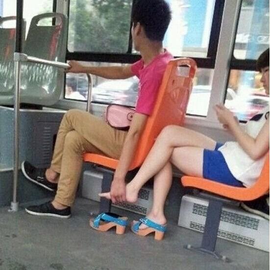 这小姑娘跟梅西的腿一样长图片
