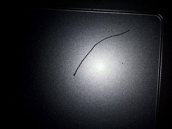 一根异常粗壮的头发!图片