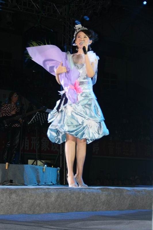 《照片》卓依婷2007年12月29日广东河源演唱会!图片