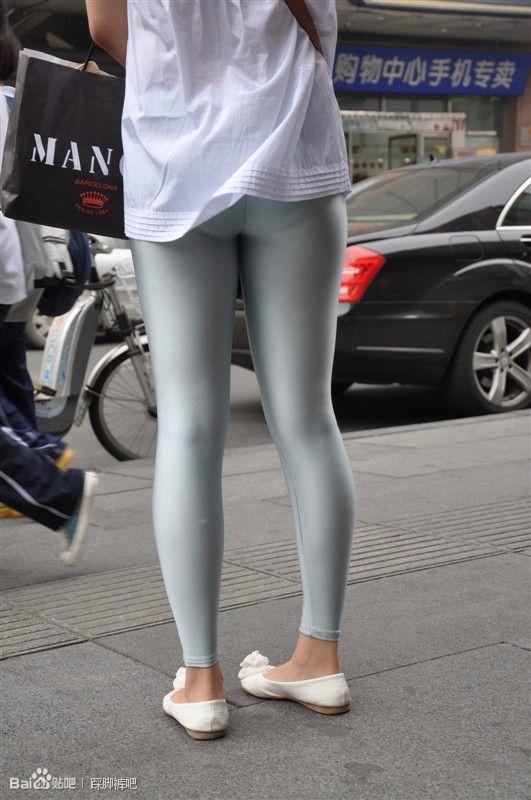 街拍银色健美裤 健美裤吧